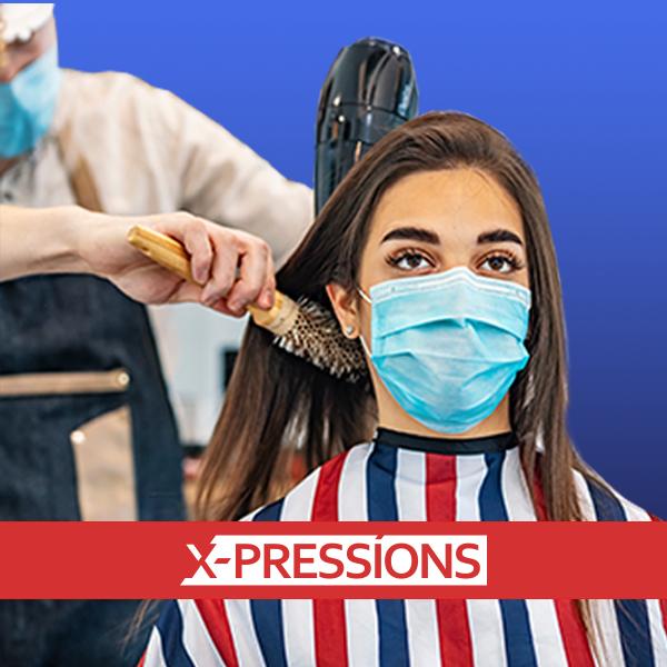 Klant bij kapper met mondmasker